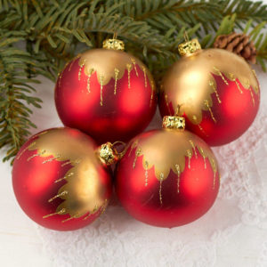 2019-christmas-lit-christmas-ornaments-tree-decor